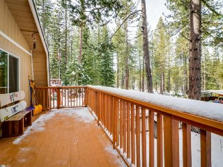 Charming alpine cabin w/a family-friendly style, close to hiking, skiing, & more