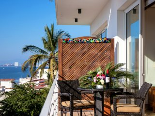 THE DREAM CONDO--SPECTACULAR OCEANVIEW STUDIO IN THE AMAPAS AREA OF OLD TOWN