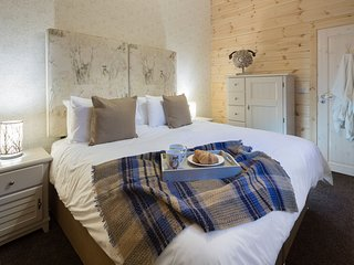 Swaledale - Lake District Luxury Log Cabin, Hot Tub, Mountain Views, Log Fire