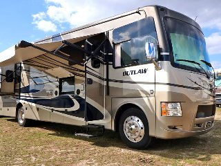Affordable late-model RV & Camper Rentals w/ very best customer service! RV13
