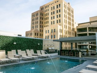 Upscale Stay Alfred on Jackson Street