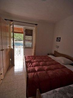 H(8): bedroom