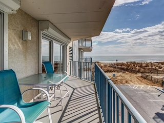 Charming seaside flat with partial ocean views & easy beach access!