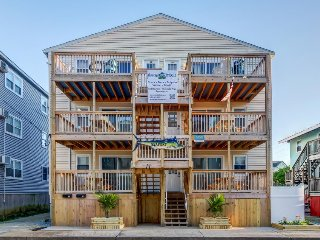 Charming dog-friendly condo w/ ocean views, 1 block from the beach