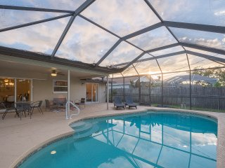 Gorgeously furnished vacation home/Naples/2/2/pool
