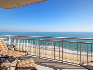 Luxurious oceanfront condo w/ balcony, beach access & shared pools/hot tub!