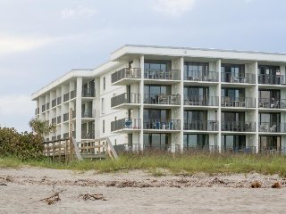 Oceanfront getaway w/ furnished balcony plus shared pool, hot tub, & tennis