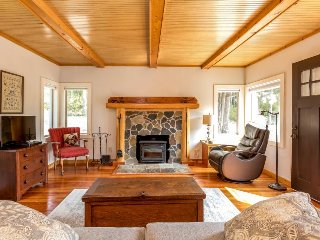 A pair of peaceful cottages w/ forest views, outdoor firepit, & great location!