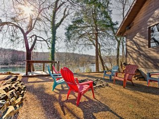 NEW! Flippin Home w/ Deck-Across from White River!