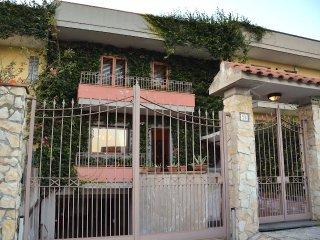 Villa Annalisa - indoor Heated pool, close to Taormina, Etna and the beach