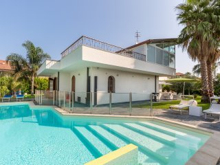 Villa Agata - Hideaway with dream pool, close to Taormina and Etna SunTripSicily