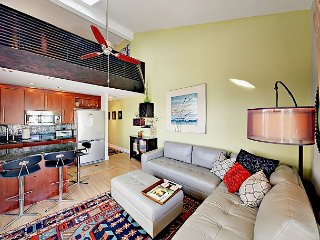 2BR Modern Loft Condo w/ Pool & 3rd-Floor Ocean Views - Steps to Beach
