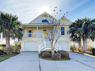Spacious 5BR w/ 2 Living Areas & 2 Kitchens - 1 Mile to Beach