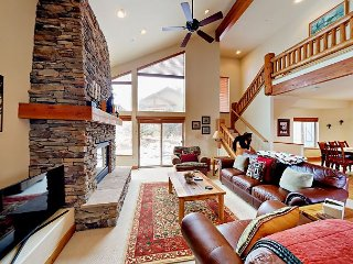 Elegant Mountain-View 4BR Near Ski Resorts w/ Decks & Indoor Hot Tub