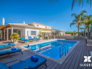 Villa Joy - Charming & Modern 4 Bedroom Private Villa, 200m from Falésia Beach