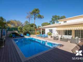 Villa Joy - Charming & Modern 4 Bedroom Private Villa, 200m from Falesia Beach