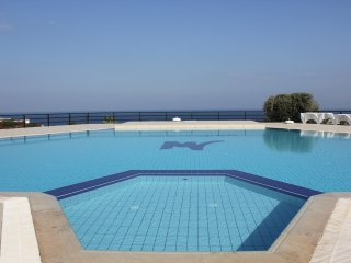 Marina View 2-bed penthouse with sea views and communal pool