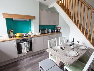 Artists' Cottage - Sleeps 4 - Harrogate