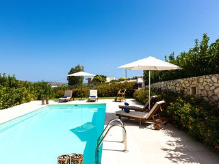 Beachfront villa Loutraki