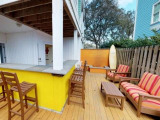 Outdoor Kitchen & Bar, Fire Pit, 4 Decks, Ocean Views, Elevator, 2 Large Screen