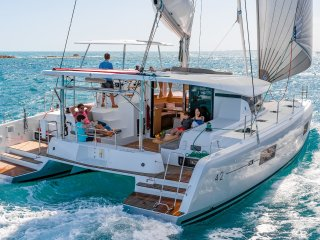 Luxury Catamaran Lagoon 42, no crowds, 6 amazing islands, AC & Generator