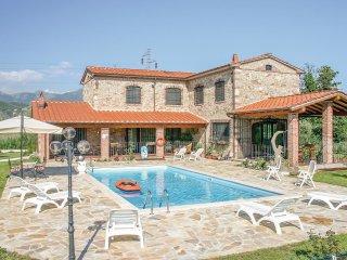 4 bedroom Villa in Ciocche II, Tuscany, Italy : ref 5574255