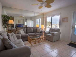 Spacious Two-Level Condo with Fishing, Pools, and Easy Access to the Beach. Affo