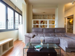 Camp Nou 3 Bed 2 Bath - Stay near iconic FC Barcelona Stadium (20min walk)