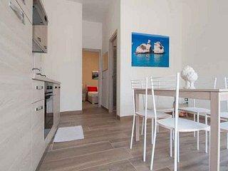 Casa Vacanza in centro 4/6 posti letto a 50 mt dal mare, Torre dell'Orso