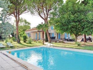 4 bedroom Villa in Saint-Saturnin-lès-Avignon, Provence-Alpes-Côte d'Azur, Franc