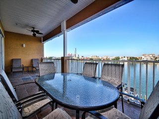 Island Key 402 New Listing - 4th Floor Island Key Condo with Clearwater Harbor V