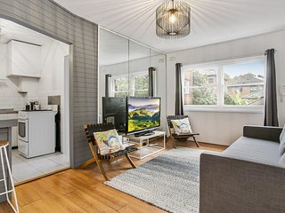 Bright, cosy one-bedroom in harbourside suburb