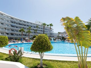 1 Bedroom Apartment. Air Conditioning. 120meters to Beach. Popular Area |CLUB1B