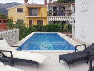 4 bedroom Villa in Zminjevaca, Splitsko-Dalmatinska Zupanija, Croatia : ref 5574