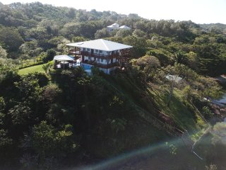 *NEW* CASA CARIBE ROATAN 3Bd/3Ba 3-acre BEACH Estate w Pool, Hot Tub & Dock