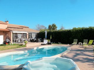 4 bedroom Villa in La Moutonne, Provence-Alpes-Côte d'Azur, France : ref 5574117