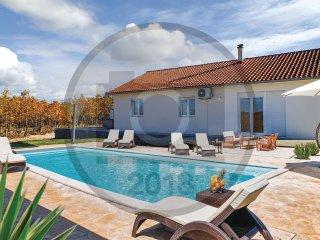 3 bedroom Villa in Aracici, Splitsko-Dalmatinska Zupanija, Croatia : ref 5574256