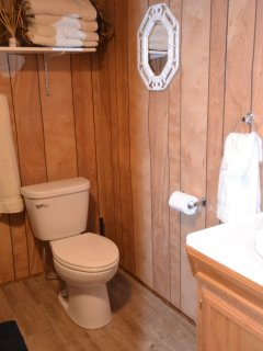 Main cottage bathroom