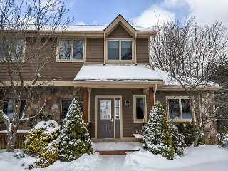 Beautiful and unique townhome within walking distance to the ski slopes!