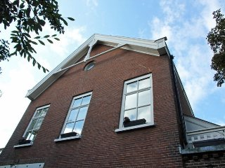 Cozy house close to the center of The Hague with Internet, Garden, Terrace