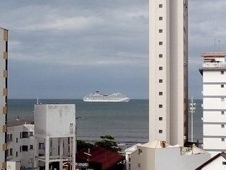 Apto na Av.Brasil,com vista p/o mar,6 pessoas
