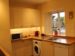 No 10 Dulas, Cosy Cottage with Garden and Parking