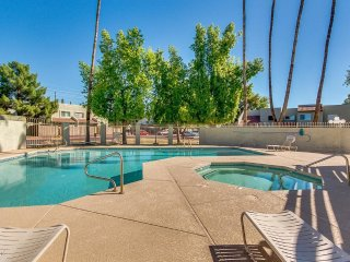 STUNNING TOWNHOUSE West Mesa Location! Book now!