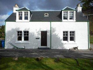 Sgurr Uran . Traditional lochside cottage in a quiet part of Dornie village