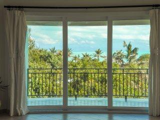 KARANA PENTHOUSE Luxury Loft - On Beach - Ocean Views & Breeze - Pool