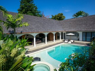 *2018 Deals* 5BR | Heart of Seminyak | New Villa |  Spacious room & HUGE POOL!