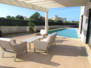 Design villa with private pool and mini-golf in Sa Torre. 6 people. WIFI. Satell