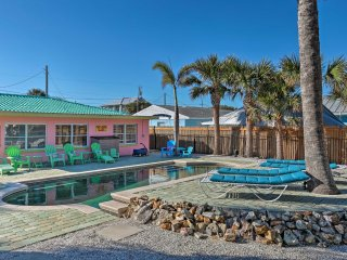 Quirky New Smyrna Beach Home-Walk to Town & Beach!