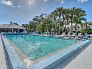 Venice Condo w/ Lanais on Golf Course Near Beaches