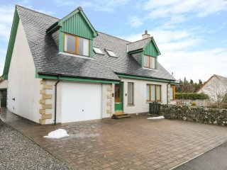 12 LOCH NA LEOBA ROAD, woodburner, spacious retreat, woodland, in Newtonmore